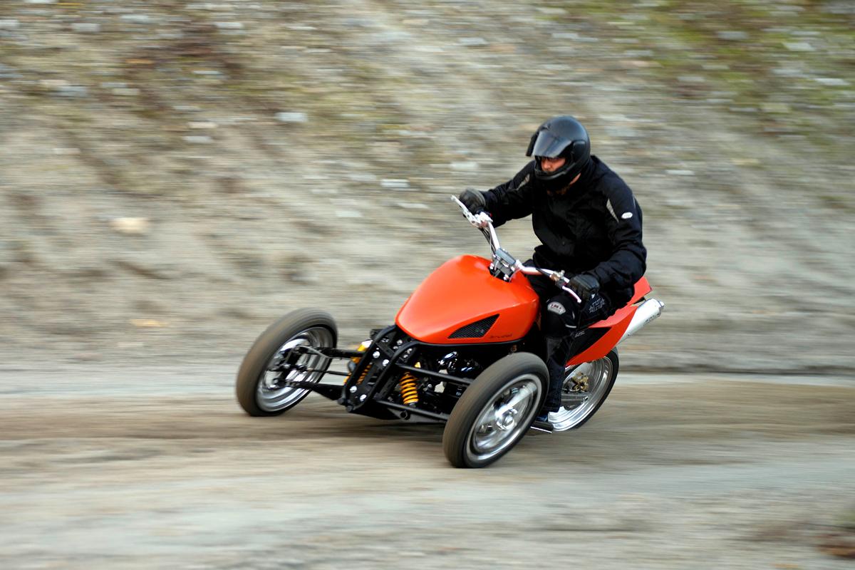 magazine prestige une nouvelle suspension pour motos trois roues prochainement chez yamaha. Black Bedroom Furniture Sets. Home Design Ideas