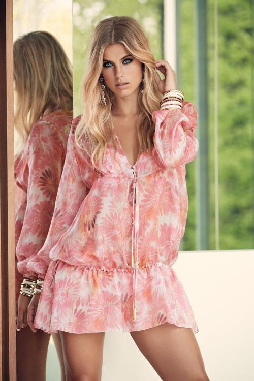 6905f5fa8f ... la conception de maillots de bain haute couture, de prêts-à-porter  balnéaires et d'accessoires haut de gamme. Elle propose une vaste gamme de  tenues de ...